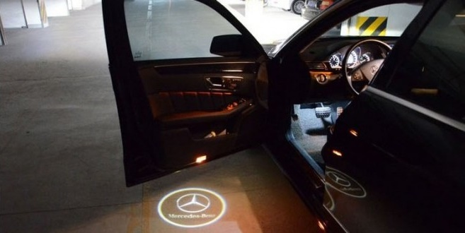 mercedes-car-door-logo-welcome-projector-lights-2-6078-p-660x330